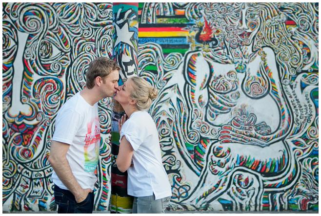 Verlobungsfoto an der East Side Gallery Berlin © Berliner Fotostudio LUMENTIS