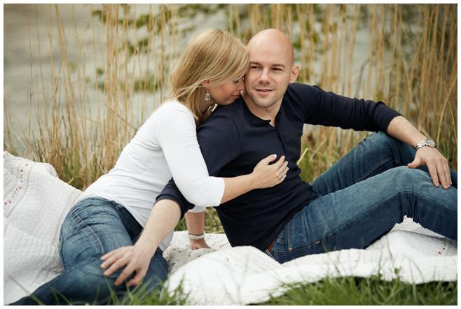 Verlobungs-Fotoshooting am Flussufer © Berliner Fotostudio LUMENTIS