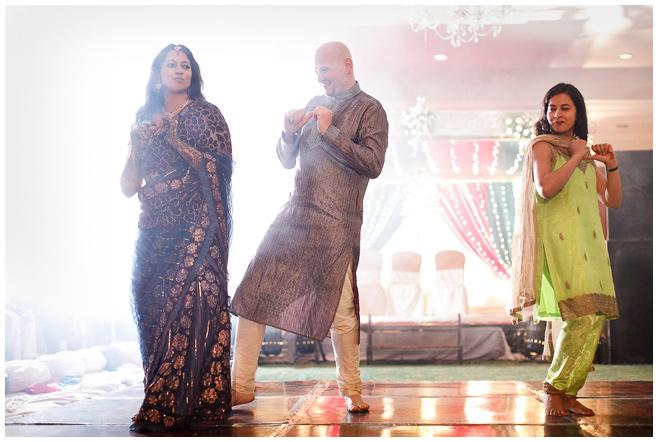 Tanz bei Hochzeitsfeier in Hyderabad, Indien © Hochzeitsfotograf Berlin hochzeitslicht
