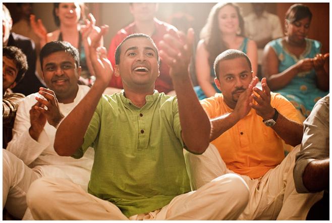 Hochzeitsgesellschaft bei Hochzeit in Indien © Hochzeitsfotograf Berlin hochzeitslicht