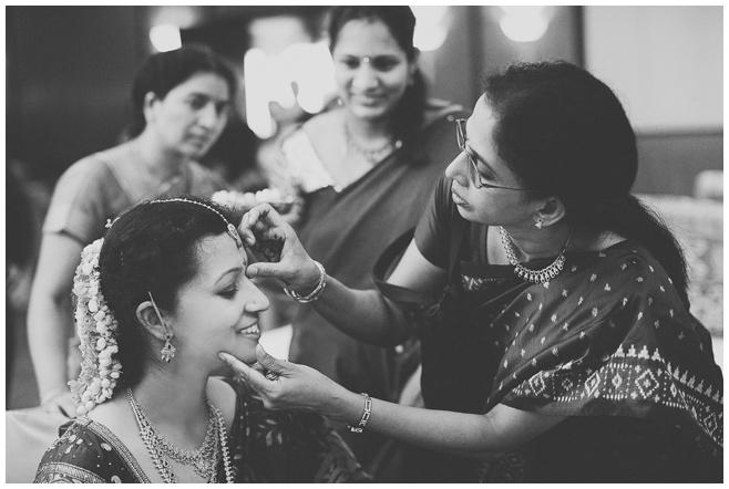 Foto der Braut bei hinduistischer Hochzeit © Hochzeitsfotograf Berlin hochzeitslicht