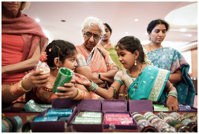 Gäste bei Sangit während Hochzeit in Indien © Hochzeitsfotograf Berlin hochzeitslicht