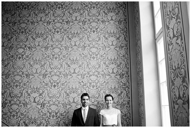 Hochzeits-Foto im Standesamt Cottbus bei Regen © Hochzeitsfotograf Berlin hochzeitslicht