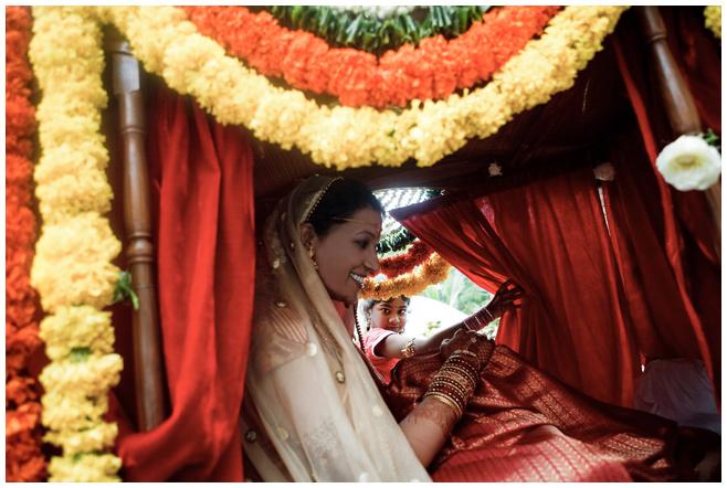 Einzug der Braut bei indischer Hochzeit © Hochzeitsfotograf Berlin hochzeitslicht