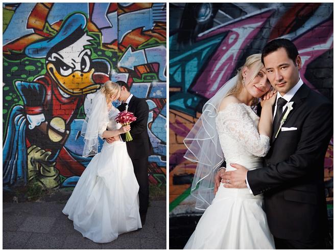 Brautpaarfotos an der East Side Gallery Berlin von professioneller Hochzeitsfotografin © Hochzeitsfotograf Berlin hochzeitslicht