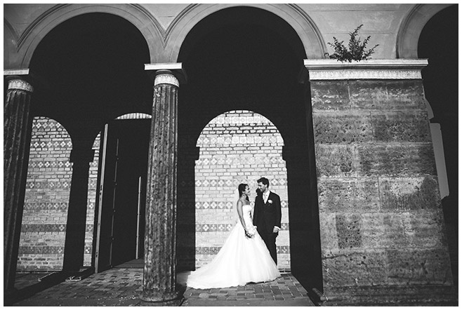 Hochzeitsfotografie vor Heilandskirche-Sacrow © Hochzeitsfotograf Berlin hochzeitslicht