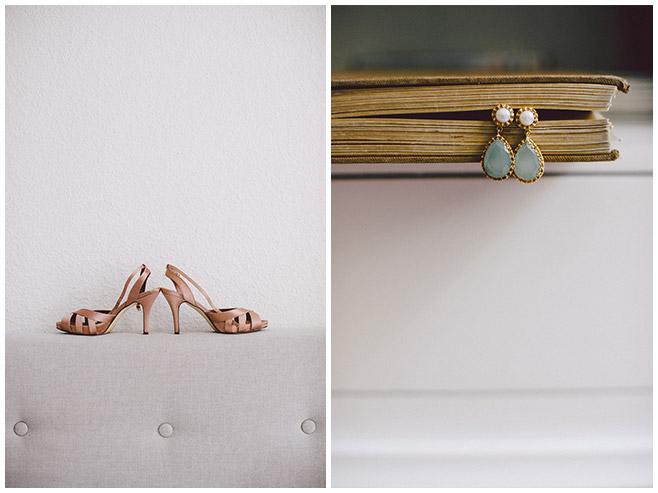 Detailfotos der Brautschuhe und Ohrringe der Braut aufgenommen von Hochzeitsfotograf auf Schloss Kartzow © Hochzeitsfotograf Berlin hochzeitslicht