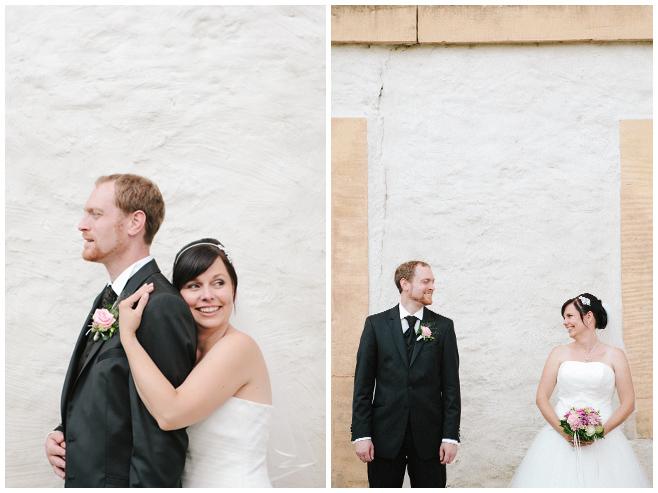Hochzeitsfotos des Brautpaares auf historischem Rittergut Dorstadt in der Nähe von Braunschweig © Hochzeitsfotograf Berlin hochzeitslicht