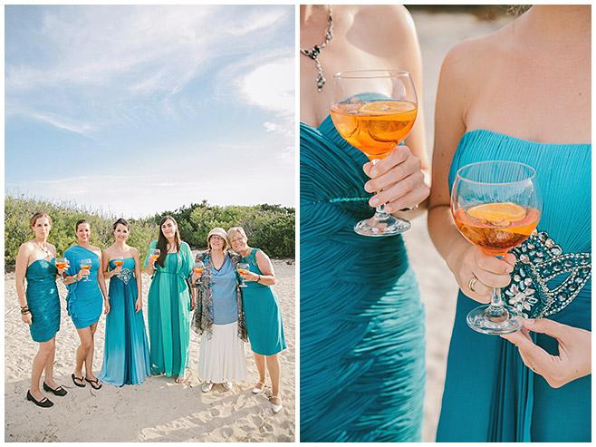 Gäste der Strandhochzeit mit Cocktails © Hochzeitsfotograf Berlin hochzeitslicht