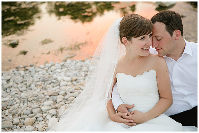 Brautpaarbild am Wasser © Hochzeitsfotograf Berlin hochzeitslicht