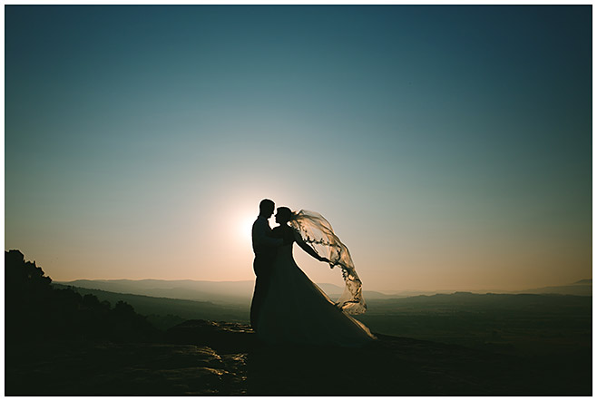 After-Wedding-Portrait von Braut und Bräutigam bei Fotoshooting in der Provence, Frankreich, aufgenommen von Berliner Hochzeitsfotografin © Hochzeitsfotograf Berlin hochzeitslicht