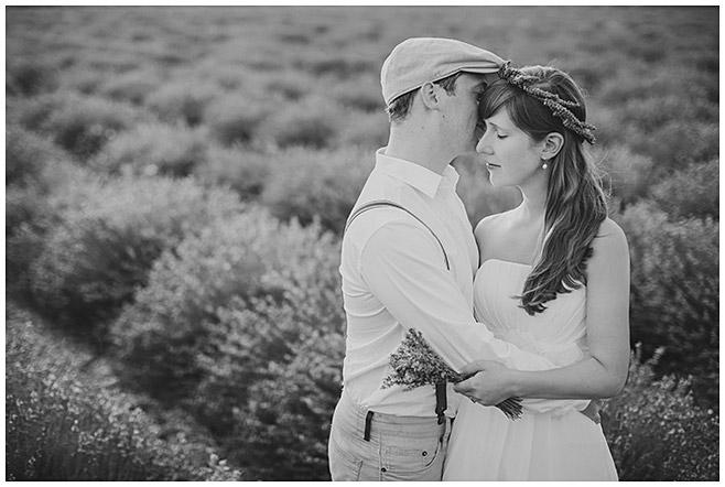 Schwarz-weiß Paarbild aufgenommen von Paarfotograf aus Berlin © Fotostudio Berlin LUMENTIS