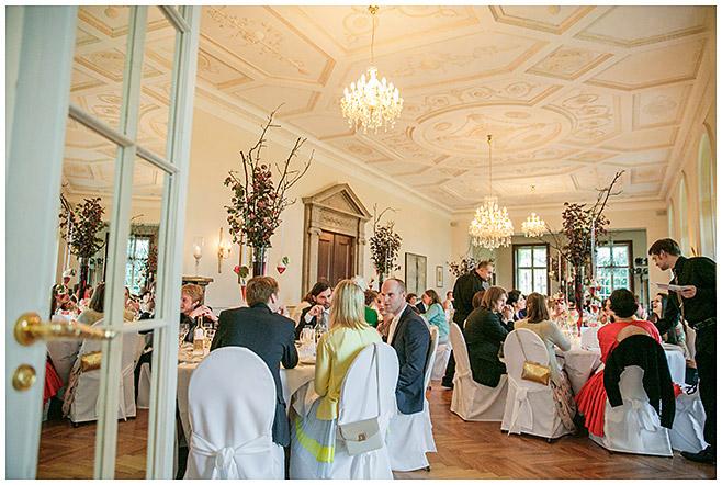Festsaal bei Schlosshochzeit in Brandenburg © Hochzeitsfotograf Berlin hochzeitslicht