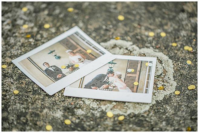 Polaroidfotos von Braut und Bräutigam bei Hochzeit auf Schloss Herzfelde © Hochzeitsfotograf Berlin hochzeitslicht