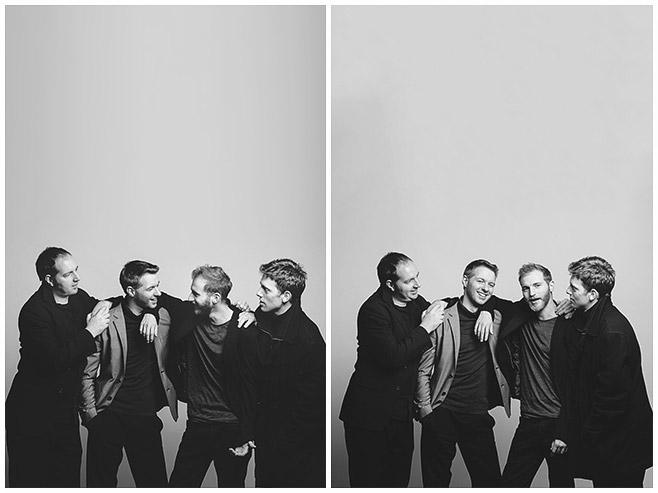 schwarz-weiß Familienfoto von vier Brüdern bei Geschwister-Fotoshooting aufgenommen von professionellem Fotografen in Berlin © Fotostudio Berlin LUMENTIS
