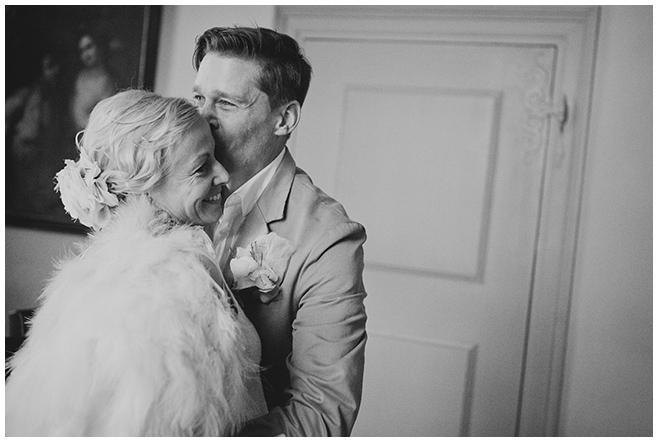 Braut und Bräutigam bei standesamtlicher Hochzeit auf Schloss Caputh am Schwielowsee © Hochzeitsfotograf Berlin hochzeitslicht