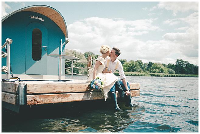 Professionelle Hochzeitsfotografie von Brautpaar im Vintagestil aufgenommen am Schwielowsee, Mark Brandenburg © Hochzeitsfotograf Berlin hochzeitslicht