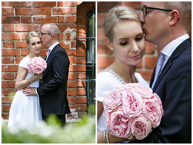 Hochzeitsbilder von Brautpaar vor Standesamt Rathaus Schmargendorf mit rosa Pfingstrosen, Berlin © Hochzeitsfotograf Berlin www.hochzeitslicht.de