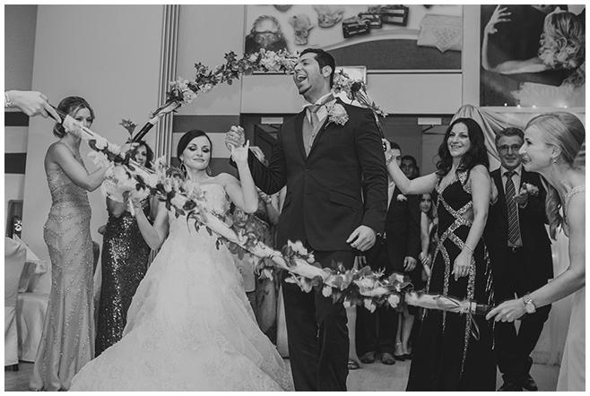 Hochzeitsfoto von Braut und Bräutigam bei Hochzeitsfest im Bomanti-Festsaal in Berlin © Hochzeitsfotograf Berlin www.hochzeitslicht.de