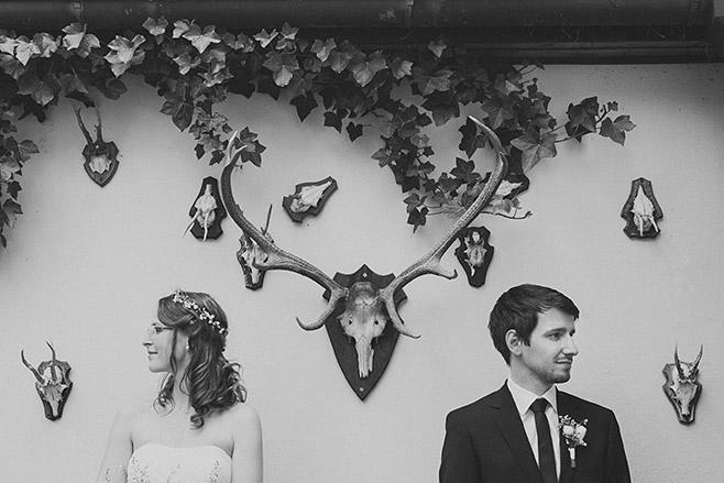 Modernes und kreatives Hochzeitsfoto von Brautpaar aufgenommen von professionellem Berliner Hochzeitsfotografen © Hochzeitsfotograf Berlin www.hochzeitslicht.de
