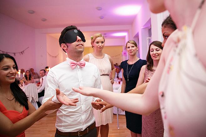 Hochzeitsreportagefoto von Hochzeitsfeier im Loft in der alten Pulverfabrik, Berlin © Hochzeitsfotograf Berlin www.hochzeitslicht.de