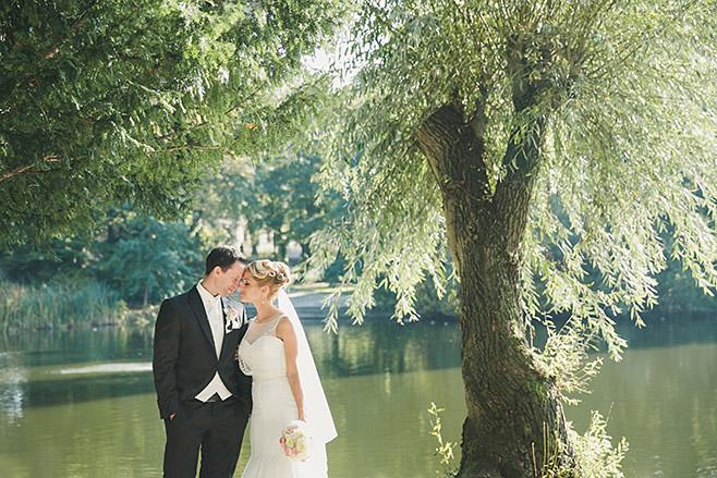 Brautpaarfoto aufgenommen von professioneller Hochzeitsfotografin Berlin © Hochzeitsfotograf Berlin www.hochzeitslicht.de