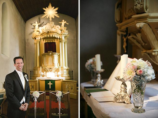 Hochzeitsreportage-Foto von wartendem Bräutigam bei kirchlicher Hochzeit in Dorfkirche Britz Berlin © Hochzeitsfotograf Berlin www.hochzeitslicht.de