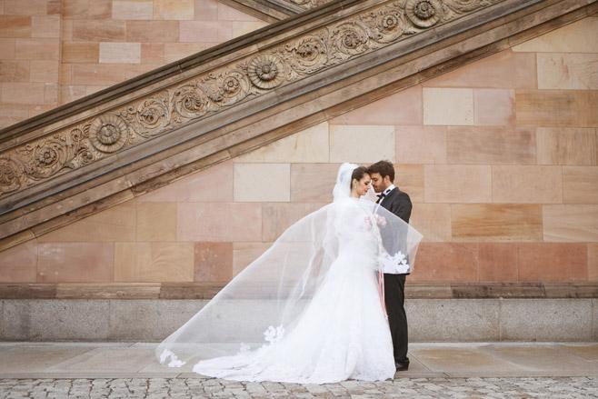 Idee für professionelle Hochzeitsfotos von Brautpaar © Hochzeitsfotograf Berlin www.hochzeitslicht.de