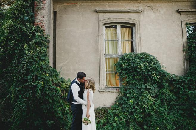 Inspiration für romantisches Brautpaarfoto im Vintagestil © Hochzeitsfotograf Berlin www.hochzeitslicht.de