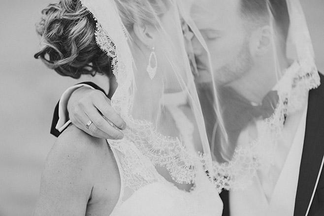 Brautpaarfoto bei Hochzeit im Ermelerhaus in Berlin Mitte aufgenommen von professioneller Berliner Hochzeitsfotografin © Hochzeitsfotograf Berlin www.hochzeitslicht.de