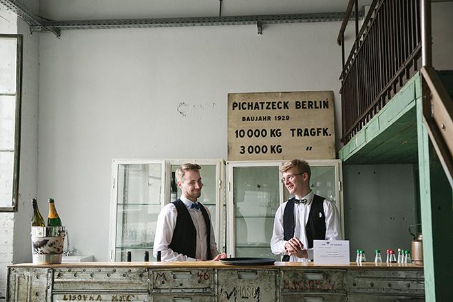 Bar bei Hochzeit im Werkloft der Fabrik 23 Berlin © Hochzeitsfotograf Berlin www.hochzeitslicht.de