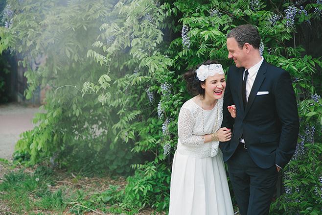 Hochzeitsfotografie von Brautpaar bei Hochzeit im Boho-Stil aufgenommen von professioneller Hochzeitsfotografin © Hochzeitsfotograf Berlin www.hochzeitslicht.de