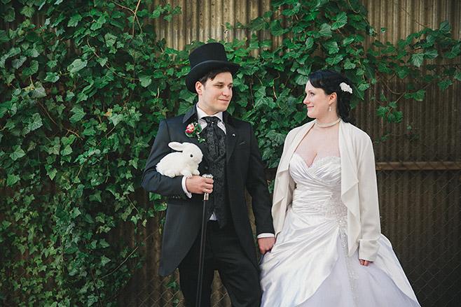 Brautpaarfoto bei Alice im Wunderland Hochzeit in Berlin © Hochzeitsfotograf Berlin www.hochzeitslicht.de