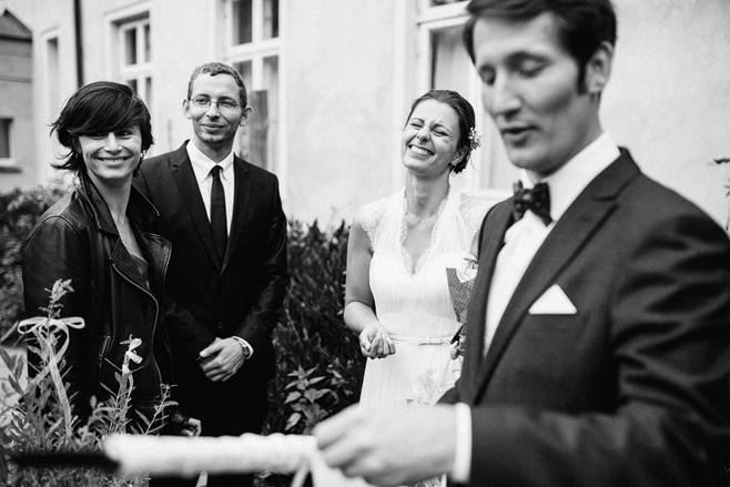 Ungestellte Hochzeitsfotografie bei Schloss Neuhausen Hochzeit © Hochzeitsfotograf Berlin www.hochzeitslicht.de