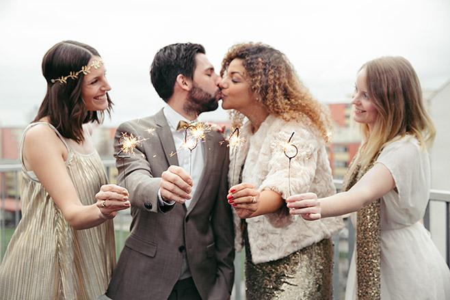 Paarfoto bei Verlobungsfeier zu Silvester in der Factory Berlin © Hochzeitsfotograf Berlin www.hochzeitslicht.de