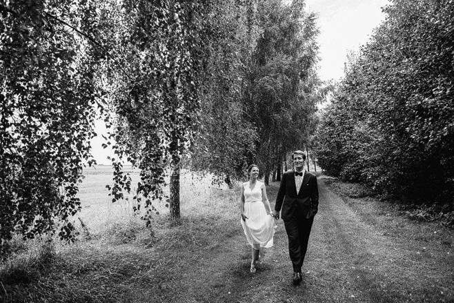 Hochzeitsfoto von Brautpaar bei Vintage Hochzeit auf Schloss Neuhausen, Brandenburg © Hochzeitsfotograf Berlin www.hochzeitslicht.de