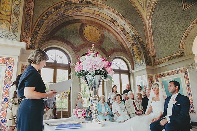 Hochzeitsfoto von Trauung im Maurischen Kabinett bei Hochzeit in Belvedere auf dem Pfingstberg © Hochzeitsfotograf Berlin www.hochzeitslicht.de