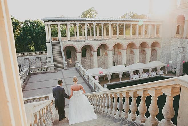 Hochzeitsbild von Brautpaar bei Hochzeit im Belvedere auf dem Pfingstberg aufgenommen von professionellem Hochzeitsfotograf Potsdam © Hochzeitsfotograf Berlin www.hochzeitslicht.de
