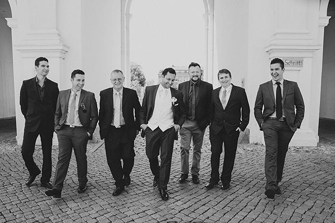 professionelle Hochzeitsfotografie von Bräutigam und Best Men bei Hochzeit in Potsdam © Hochzeitsfotograf Berlin www.hochzeitslicht.de