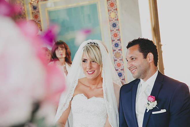 Hochzeitsreportagefoto von Braut und Bräutigam während Trauung im Maurischen Kabinett, Belvedere auf dem Pfingstberg, Potsdam © Hochzeitsfotograf Berlin www.hochzeitslicht.de