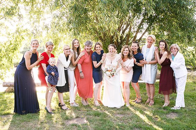 Gruppenfoto bei Hochzeit im Spreewald aufgenommen von professioneller Hochzeitsfotografin © Hochzeitsfotograf Berlin www.hochzeitslicht.de
