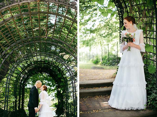 Romantische Brautpaarfotos bei Vintage Hochzeit aufgenommen im Park Glienicke Potsdam © Hochzeitsfotograf Berlin www.hochzeitslicht.de
