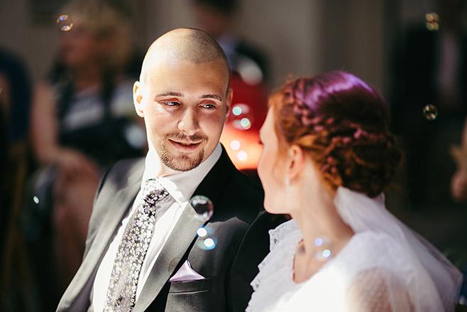 Hochzeitsreportage-Foto bei Trauung in Angerkirche Potsdam Babelsberg aufgenommen von professionellem Hochzeitsfotograf © Hochzeitsfotograf Berlin www.hochzeitslicht.de