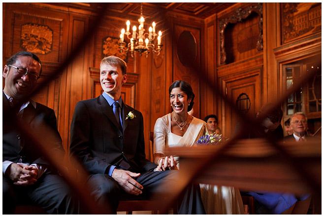 Hochzeitsfotos während Trauung im Standesamt Charlottenburg © Hochzeitsfotograf Berlin hochzeitslicht