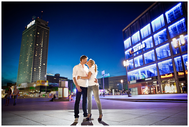 Verlobungsshooting bei Nacht Alexanderplatz Berlin © Berliner Fotostudio LUMENTIS