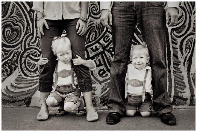 Familienfoto an der East Side Gallery Berlin © Berliner Fotostudio LUMENTIS