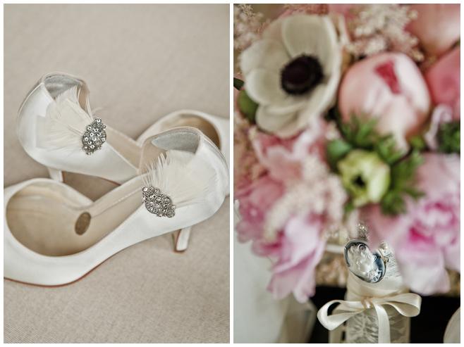 Brautschuhe und Brosche im Brautstrauß © Hochzeitsfotograf Berlin hochzeitslicht