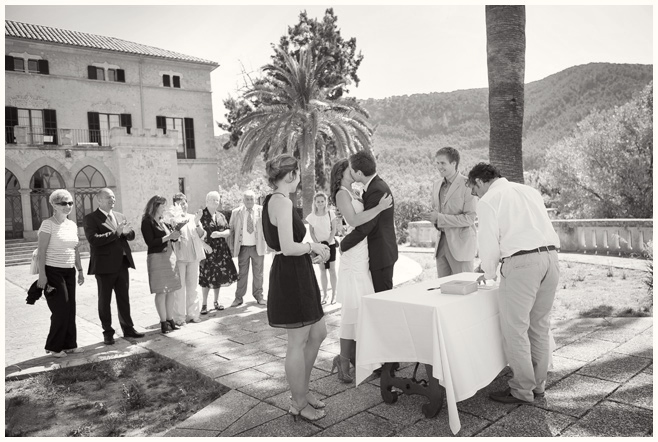 Hochzeitsfotografen dokumentieren standesamtliche Trauung auf Mallorca © Hochzeitsfotograf Berlin hochzeitslicht