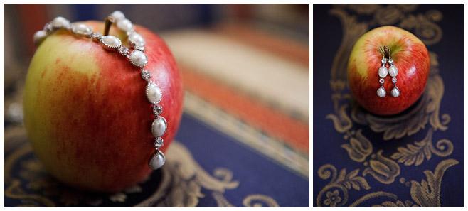 Detail-Foto Brautschmuck bei Hochzeit auf Schloss Lübbenau Spreewald © Hochzeitsfotograf Berlin hochzeitslicht