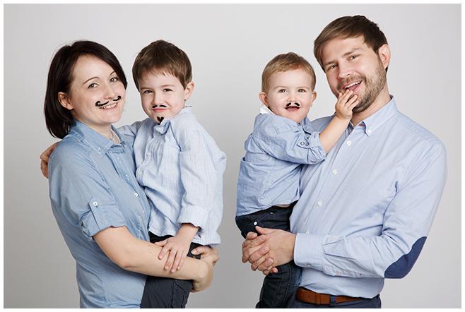 professionelles Portraitfoto von Familie © Berliner Fotostudio LUMENTIS
